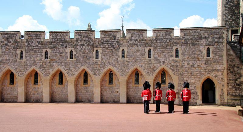 溫莎城堡(Windsor Castle)內的皇家衛兵,很像玩具娃娃兵,有點可愛。