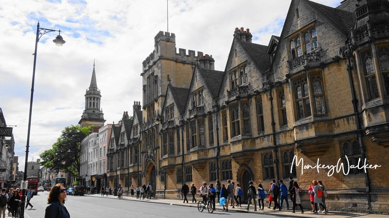 倫敦近郊景點-牛津(Oxford),走進牛津大學城內,尋找哈利波特魔法餐桌場景-基督書院(Christ Church College)。