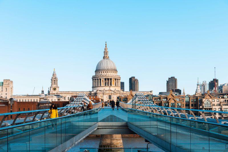 倫敦聖保羅大教堂(St. Paul's Cathedral),從橋上看過去很美,是個取景好地點。