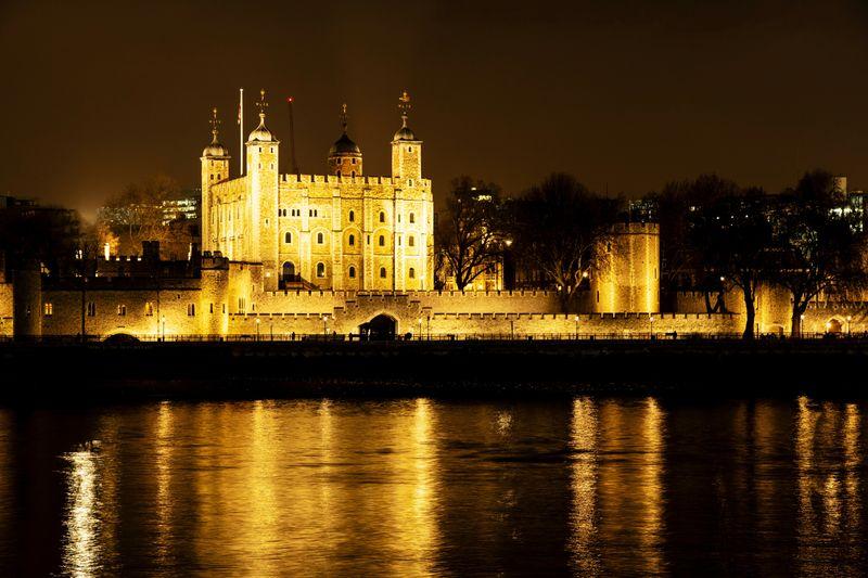 倫敦世界遺產堡壘-倫敦塔(Tower of London),裡面包含白塔、寶物還有鬼故事。