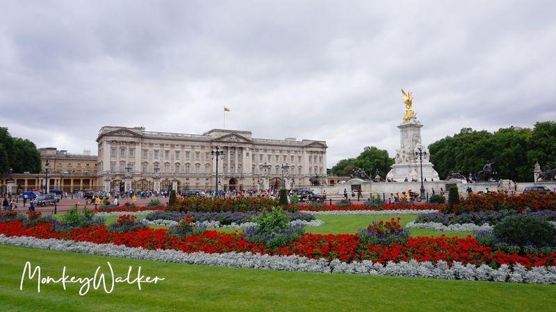 白金漢宮(Buckingham Palace),大家都想看皇家騎兵交接儀式。