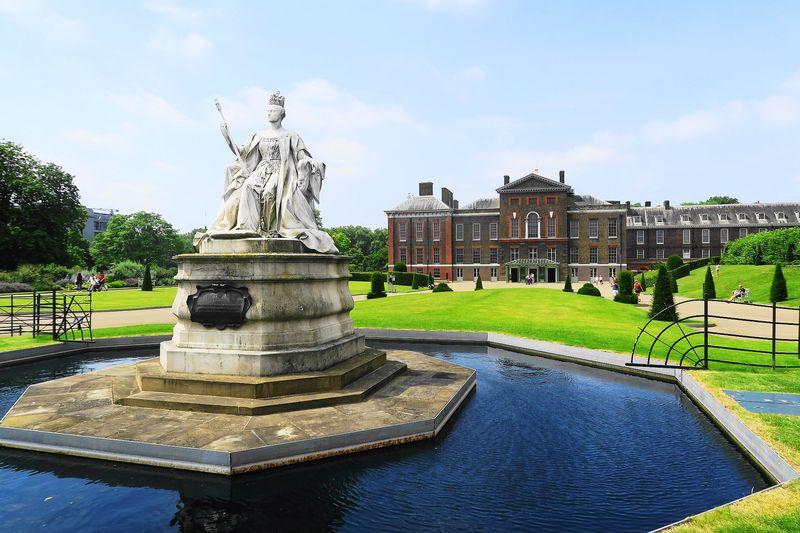 倫敦市區的肯辛頓公園(Kensington Gardens)緊鄰海德公園。
