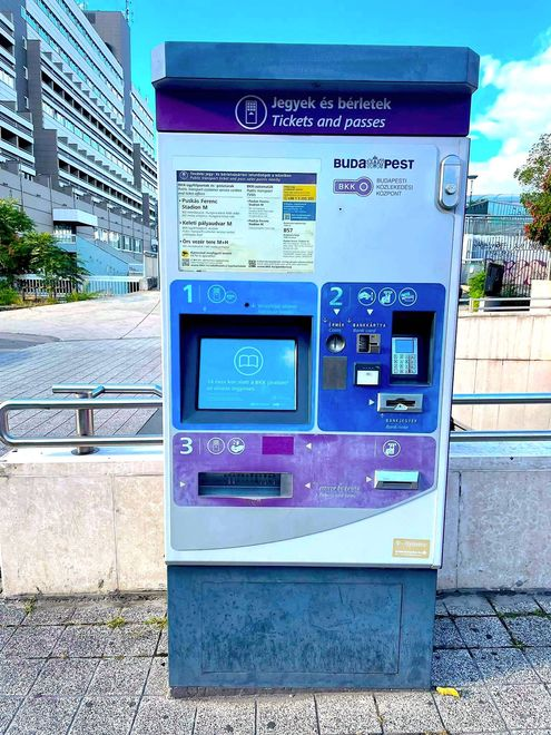 布達佩斯的BKK自動售票機,可以購買單程票、24小時有效期限票、月票...